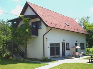 Gyöngyvirág Vendégház, Ferienwohnungen  Balatonboglár - big - 48