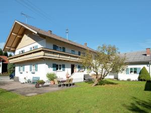Beautiful child- and family-friendly apartment with balcony in the Pfaffenwinkel region