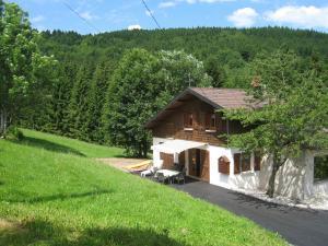 Location gîte, chambres d'hotes Charming Chalet in Ventron with Terrace dans le département Vosges 88