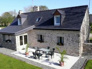 Warm Holiday Home at Plozevet Brittany with Lawn
