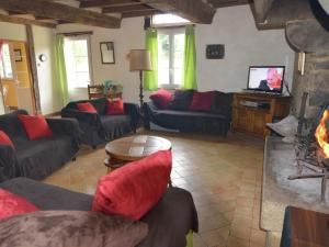 Location gîte, chambres d'hotes Pleasant Holiday Home in Le Mesnil-Boeufs with Garden dans le département Manche 50