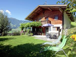 Wasserfall, Holiday homes  Hart im Zillertal - big - 1