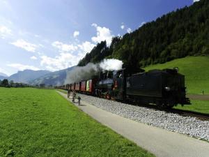 Wasserfall, Holiday homes  Hart im Zillertal - big - 24