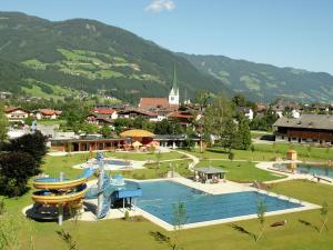 Wasserfall, Prázdninové domy  Hart im Zillertal - big - 27