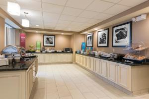 Hampton Inn & Suites Hartford-Manchester, Hotels  Manchester - big - 13
