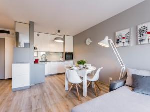 VacationClub - Solna Apartment B403