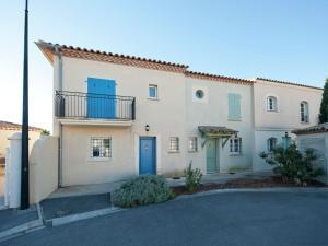 Location gîte, chambres d'hotes Comfortable Villa near Sea in Aigues-Mortes dans le département Gard 30