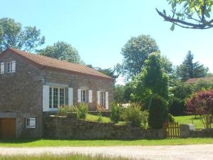 Beautiful Holiday Home in Saugues near Forest