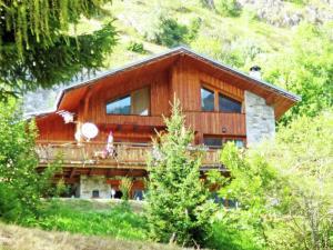 Location gîte, chambres d'hotes Modern Chalet in Champagny-en-Vanoise near Ski Area dans le département Savoie 73