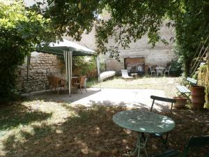 Location gîte, chambres d'hotes cottage in a town house in the centre of Gray dans le département Haute Saône 70