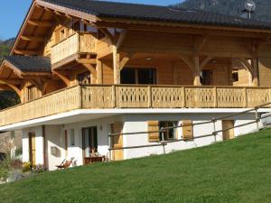 Location gîte, chambres d'hotes Spacious Chalet with Terrace in Saint-Jean-d'Aulps dans le département Haute Savoie 74