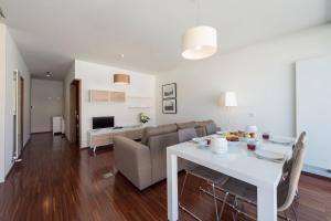 LovelyStay - Casas Brancas - Modern Apartment with Balcony - Ouro