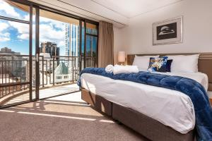 QV Metropolis Private Apartment with Balcony & Harbour View