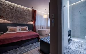 Deluxe Double Room with Bath Zadera Accommodation