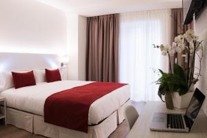 Hotel Pompaelo (1 of 62)