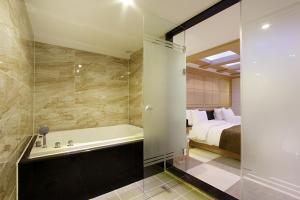 Suwon Orsay Business Hotel, Hotely  Suwon - big - 121