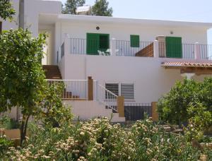 Pensión Las Tres Golondrinas, Vendégházak  Es Figueral Beach - big - 22