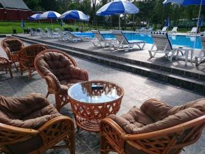 Country hotel MB-Resort - Malyye Petrishchi