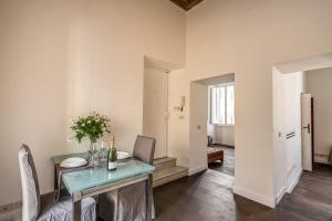 Piazza Farnese exclusive view 2 bedroom en suite, Appartamenti  Roma - big - 2