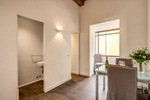 Piazza Farnese exclusive view 2 bedroom en suite, Апартаменты  Рим - big - 21