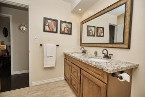 Niagara Lakeview Home, Prázdninové domy  Port Dalhousie - big - 12