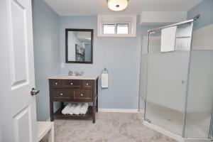Niagara Lakeview Home, Prázdninové domy  Port Dalhousie - big - 20