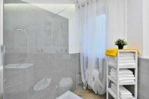New Romantic Trastevere Apartment, Ferienhäuser  Rom - big - 9
