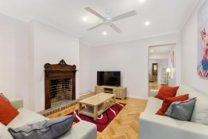 Darlinghurst 3 Bed 3 Bath Modern Terrace (51YUR) - Sydney