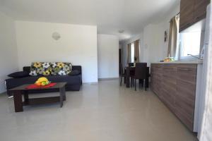 Apartments Mario, Ferienwohnungen  Malinska - big - 7