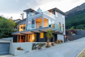 Anana House