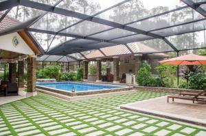 obrázek - Luxury Estate Near Ritz Carlton and Beach