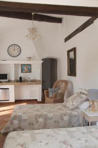 Bastide de l'Avelan, Отели типа «постель и завтрак»  Гримо - big - 57