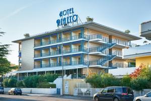 Hotel Rialto, Отели  Градо - big - 1