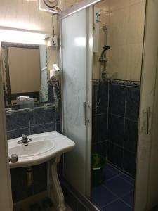 China Town Guest House, Hotel  Freetown - big - 6