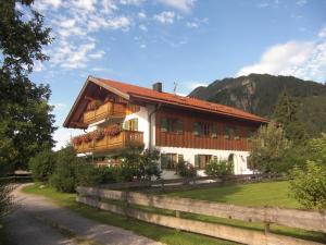 Ferienwohnung-Haus-Eva - Apartment - Eschenlohe