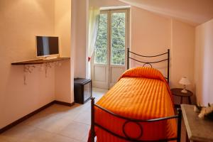 La Villa del Lago, Bed and breakfasts  Ghirla - big - 63
