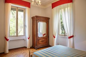 La Villa del Lago, Bed and breakfasts  Ghirla - big - 51