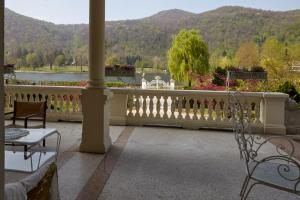 La Villa del Lago, Bed and breakfasts  Ghirla - big - 35