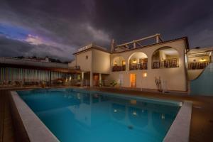 Villa Welwitshia Mirabilis, Guest houses  Carvoeiro - big - 10