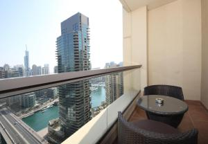 Hometown Apartments - Full Marina view and right on white sandy beach