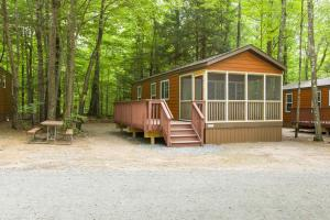Jellystone Park™ at Birchwood Acres Campground - Hotel - Greenfield Park
