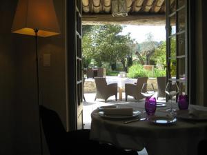 Hostellerie Le Roy Soleil, Hotels  Ménerbes - big - 46
