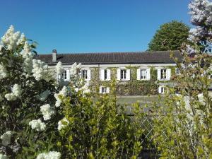 Location gîte, chambres d'hotes Domaine du Châtelard dans le département Charente 16