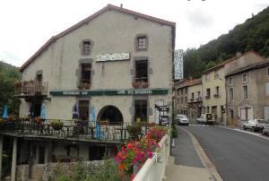 Hôtel des Voyageurs, Hotels  Ferrières-Saint-Mary - big - 37