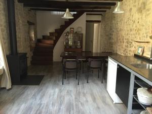 L'épicerie, Дома для отпуска  Melay - big - 24