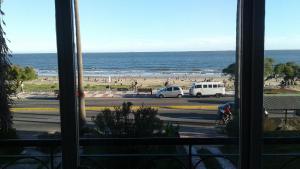 Balcony into Buceo Beach, Apartmány  Montevideo - big - 48