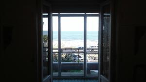 Balcony into Buceo Beach, Apartmány  Montevideo - big - 51