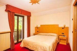 Hotel Ristorante Miramonti, Отели  Val Masino - big - 24