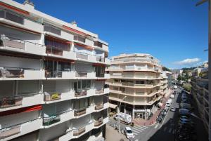 Two bedroom apartment near the Martinez Hotel, Apartmány  Cannes - big - 6
