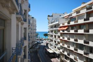 Two bedroom apartment near the Martinez Hotel, Apartmány  Cannes - big - 7
